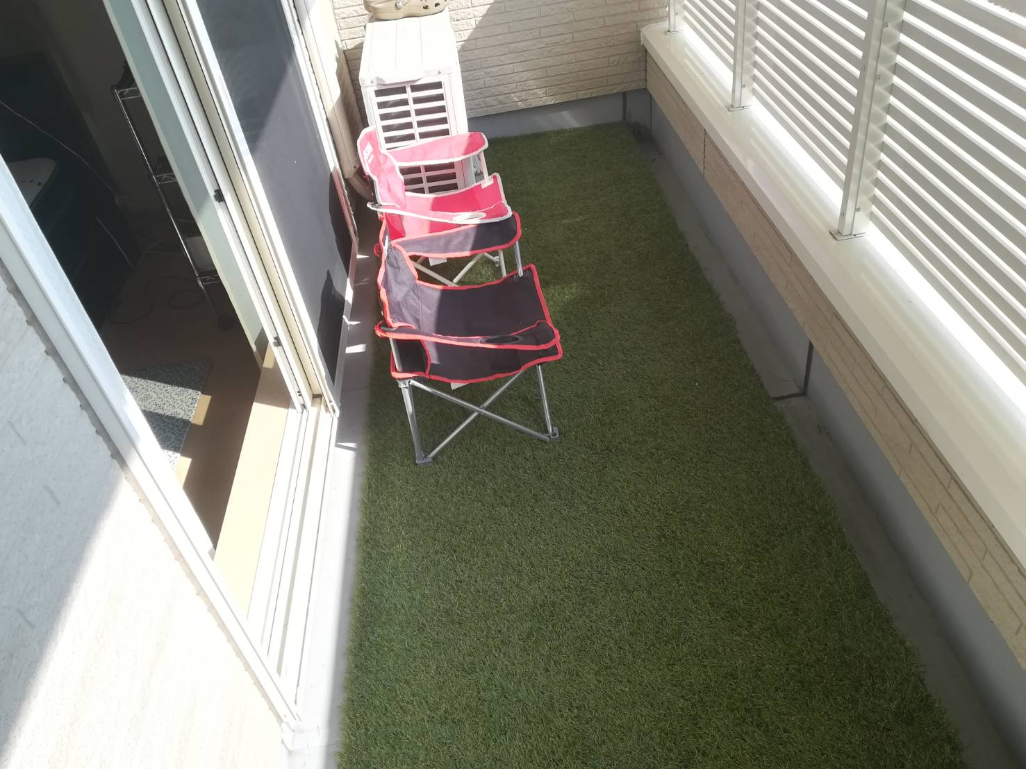 ベランダ(バルコニー)に人工芝を張ってみた!≪いざベランピングの道へ!×人工芝の選び方×DIY≫