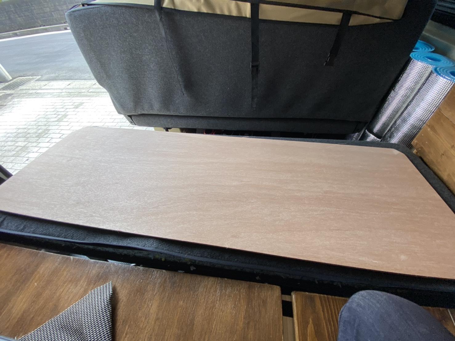 ハイエースのセカンドシート裏に合板を仕込む。